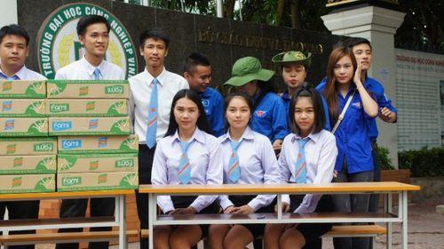 Sinh viên Lào, Thái Lan tiếp sức mùa thi tại Nghệ An - Ảnh 2