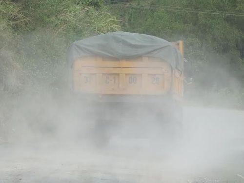 Dân kêu khổ vì xe phục vụ dự án quốc lộ mới phá nát quốc lộ cũ - Ảnh 4