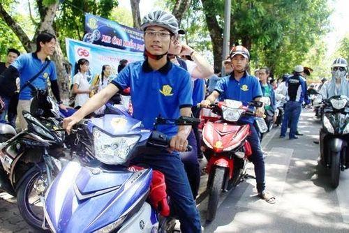 Kỳ thi THPT Quốc gia 2016: Nhiều CLB tình nguyện làm xe ôm miễn phí chở thí sinh - Ảnh 4
