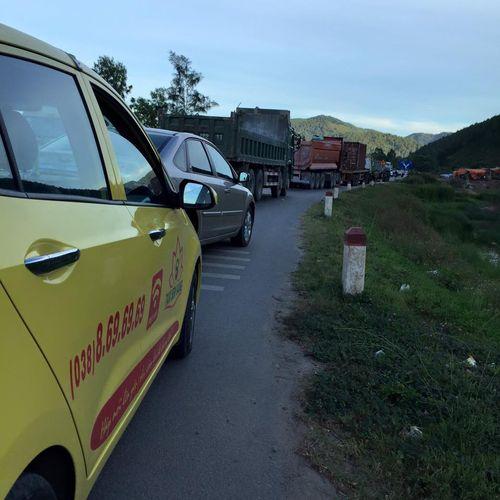 Đinh rơi 4km dọc quốc lộ, hàng loạt lốp xe bị găm như nhím - Ảnh 3