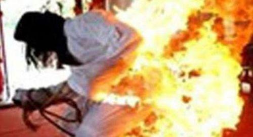 Trả thù nhầm, thanh niên tưới xăng đốt một phụ nữ bị bỏng - Ảnh 1