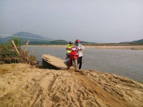 Chênh vênh những chuyến đò gỗ bám dây đu qua sông  - Ảnh 3