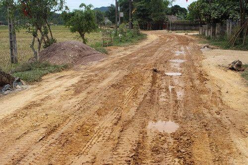 Dân kêu dự án thủy lợi Ngàn Trươi-Cẩm Trang gây hại đường sá - Ảnh 2