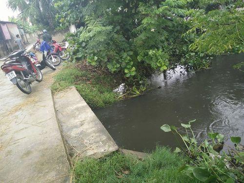 Hà Tĩnh: Bé 2 tuổi đuối nước ngay trước cổng nhà - Ảnh 1