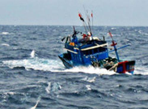 Hai tàu cá cùng 5 người đang mất liên lạc trên biển - Ảnh 1