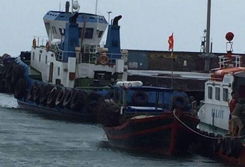 Cứu hộ thành công tàu cá cùng 5 ngư dân mất liên lạc trên biển - Ảnh 1