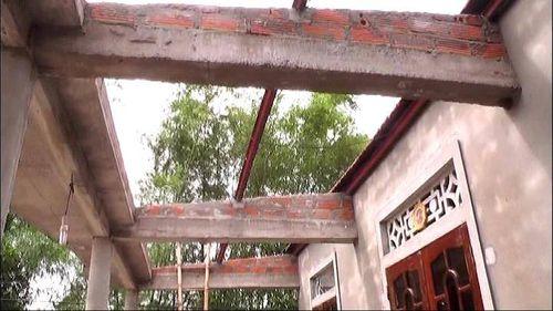 Lốc xoáy khiến 7 người bị thương, hơn 150 ngôi nhà bị tốc mái - Ảnh 2