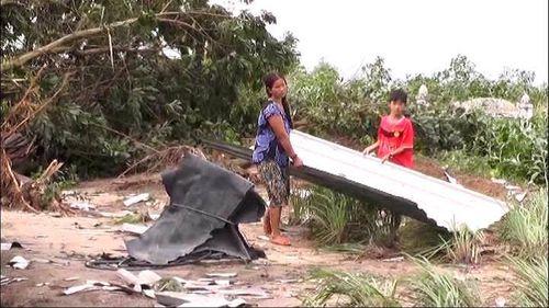 Lốc xoáy khiến 7 người bị thương, hơn 150 ngôi nhà bị tốc mái - Ảnh 5