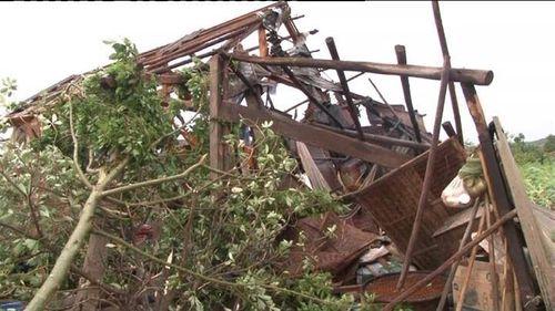 Lốc xoáy khiến 7 người bị thương, hơn 150 ngôi nhà bị tốc mái - Ảnh 9