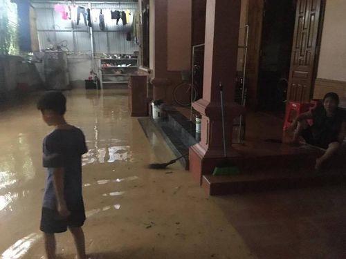 Hà Tĩnh: Nhiều gia đình chạy lũ trong đêm - Ảnh 2