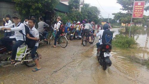 Hà Tĩnh: Hàng chục ngàn học sinh nghỉ học do mưa lũ - Ảnh 1