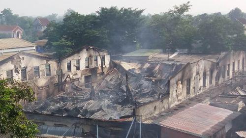 Cháy lớn ở chợ Sơn thiêu rụi hoàn toàn 130 ki ốt - Ảnh 2