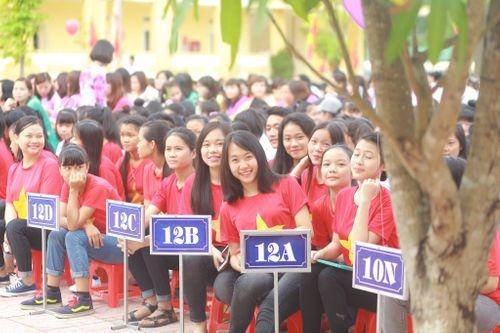 Hàng trăm học sinh mặc áo cờ đỏ sao vàng xếp hình bản đồ Việt Nam  - Ảnh 4