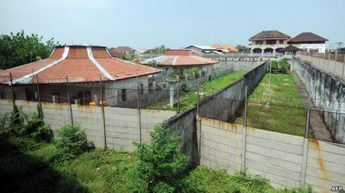 Indonesia dùng cá sấu để canh giữ tù nhân như phim James Bond - Ảnh 1