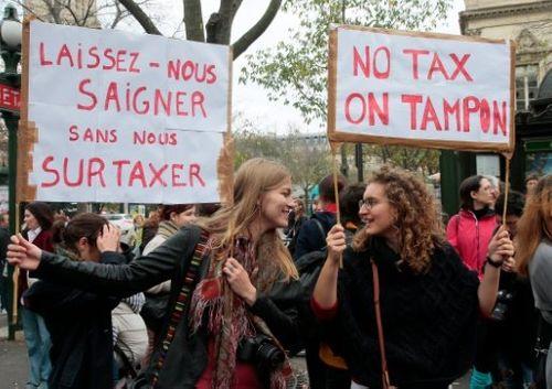 Phụ nữ Pháp biểu tình phản đối đánh thuế băng vệ sinh  - Ảnh 1