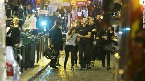 Khủng bố kinh hoàng tại Paris: Ít nhất 158 người thiệt mạng - Ảnh 7