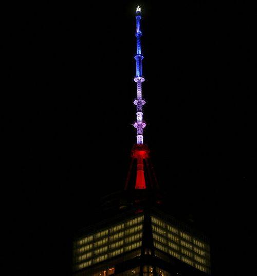 Vụ khủng bố ở Paris: Cả thế giới cầu nguyện cho nước Pháp - Ảnh 3