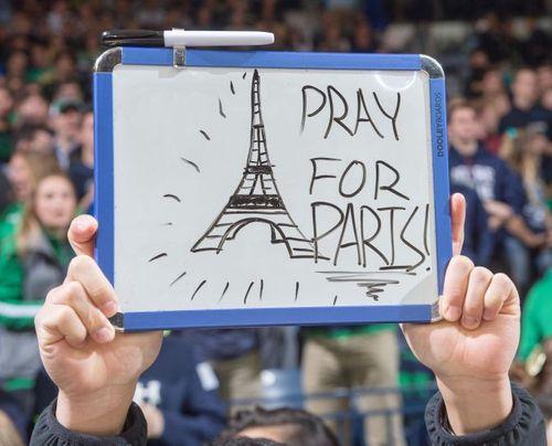 Vụ khủng bố ở Paris: Cả thế giới cầu nguyện cho nước Pháp - Ảnh 12
