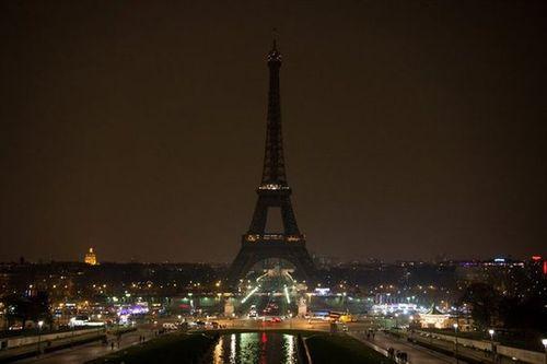 Vụ khủng bố ở Paris: Cả thế giới cầu nguyện cho nước Pháp - Ảnh 4