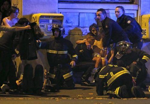 Khủng bố kinh hoàng tại Paris: Ít nhất 158 người thiệt mạng - Ảnh 6