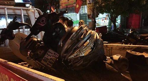 Ô tô kéo lê xe máy 3km, 5 người thương vong - Ảnh 1
