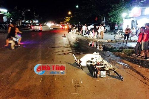 Ô tô kéo lê xe máy 3km, 5 người thương vong - Ảnh 2