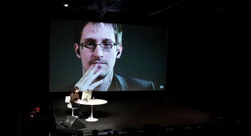 Truyền thông Mỹ: Vụ khủng bố Paris là do Edward Snowden - Ảnh 1