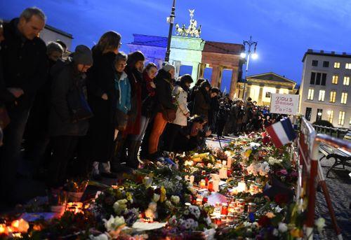 Truyền thông Mỹ: Vụ khủng bố Paris là do Edward Snowden - Ảnh 2
