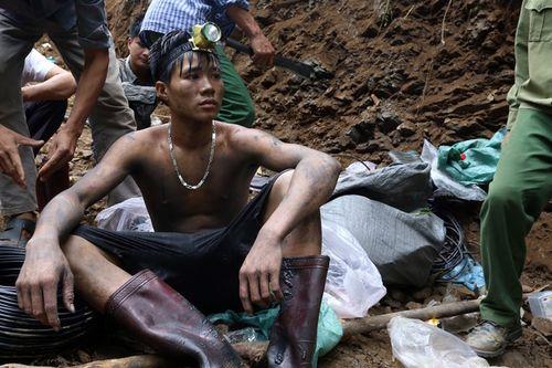 Vụ sập mỏ than ở Hòa Bình: Vị trí tìm kiếm còn cách nạn nhân khoảng 40m - Ảnh 12