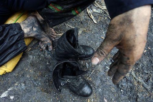 Vụ sập mỏ than ở Hòa Bình: Vị trí tìm kiếm còn cách nạn nhân khoảng 40m - Ảnh 11