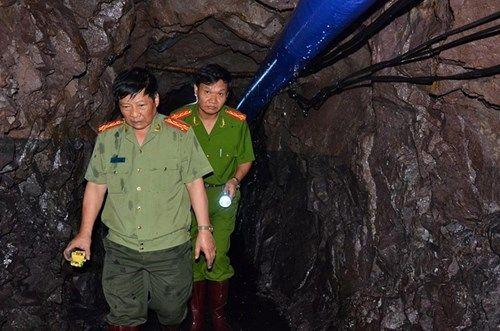 Vụ sập mỏ than ở Hòa Bình: Vị trí tìm kiếm còn cách nạn nhân khoảng 40m - Ảnh 10