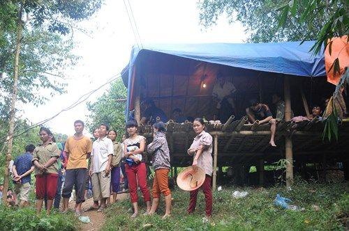 Vụ sập mỏ than ở Hòa Bình: Vị trí tìm kiếm còn cách nạn nhân khoảng 40m - Ảnh 7