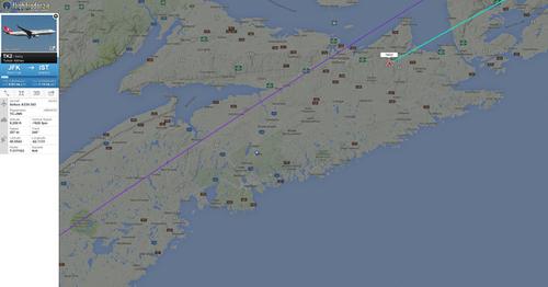 Bị dọa đánh bom, máy bay đến Thổ Nhĩ Kỳ hạ cánh khẩn cấp ở Canada - Ảnh 1