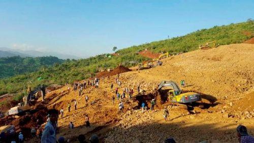 Lở đất ở Myanmar, ít nhất 100 người thiệt mạng, 100 người mất tích - Ảnh 1