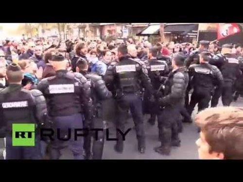 Paris: Người tị nạn biểu tình bất chấp lệnh cấm của Chính phủ - Ảnh 2