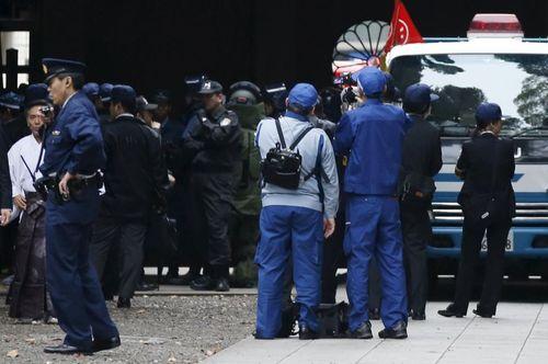 Nổ bom rung chuyển ngôi đền gây tranh cãi ở Nhật Bản  - Ảnh 1