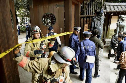 Nổ bom rung chuyển ngôi đền gây tranh cãi ở Nhật Bản  - Ảnh 2