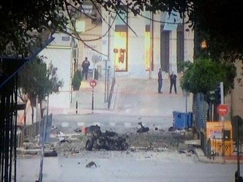 Đánh bom rung chuyển giữa trung tâm thủ đô Athens, Hy Lạp - Ảnh 2