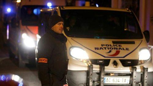 Vụ khủng bố tại Pháp: Phát hiện áo cài bom ở phía Nam Paris - Ảnh 1