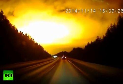 Ánh sáng bí ẩn biến đêm thành ngày ở Nga - Ảnh 1