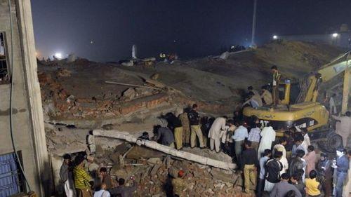 Sập nhà máy tại Pakistan, gần 170 người thương vong - Ảnh 1