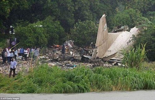 """Vụ máy bay rơi ở Nam Sudan: Em bé sống sót nhờ mẹ """"ném"""" qua cửa sổ máy bay - Ảnh 2"""
