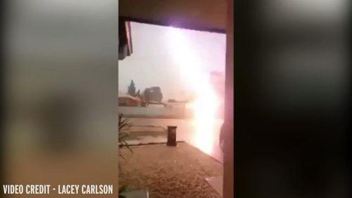 Kinh hoàng bị sét đánh trúng khi đang quay phim cơn bão - Ảnh 1