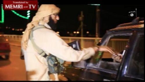 IS tung video phát kẹo mừng 'bắn hạ máy bay chở khách Nga ở Ai Cập' - Ảnh 1