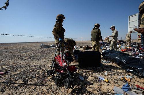 IS tung video phát kẹo mừng 'bắn hạ máy bay chở khách Nga ở Ai Cập' - Ảnh 2