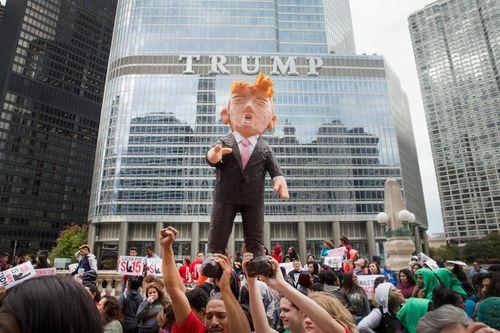 Đụng độ tại cuộc vận động tranh cử của Donald Trump ở Chicago - Ảnh 1
