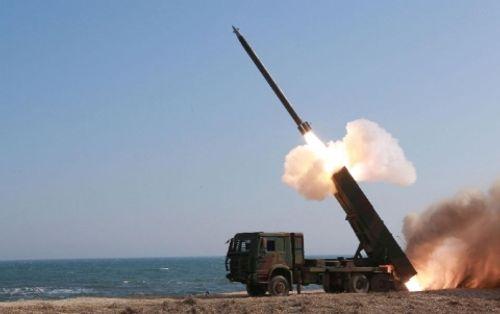 Triều Tiên tập trận mô phỏng pháo kích phủ Tổng thống Hàn Quốc - Ảnh 1