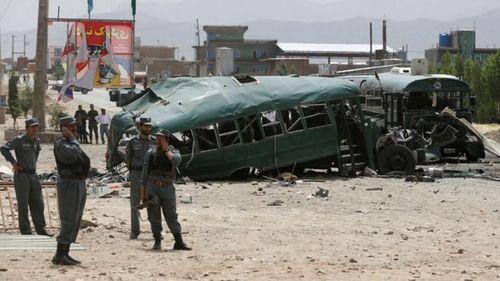 Afghanistan: Taliban đánh bom kép, 30 cảnh sát thiệt mạng - Ảnh 1