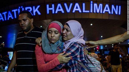 Video mô phỏng vụ khủng bố kinh hoàng tại sân bay Istanbul - Ảnh 1