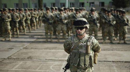 Quân đội Mỹ dỡ bỏ lệnh cấm người chuyển giới - Ảnh 1
